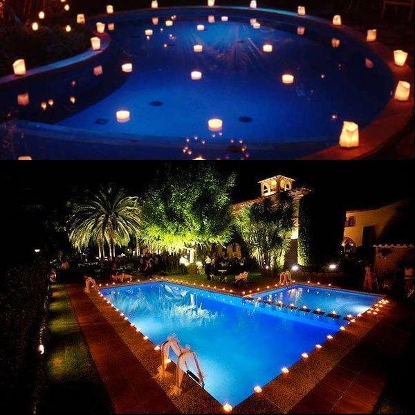 piscinas iluminadas con jardines alrededor